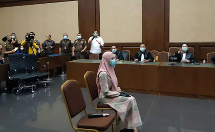 Kenakan Jilbab, Pinangki Hadiri Sidang Perdana Kasus yang Melilitnya