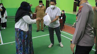 Abadi Grup Bagikan 1.060 Paket Sembako