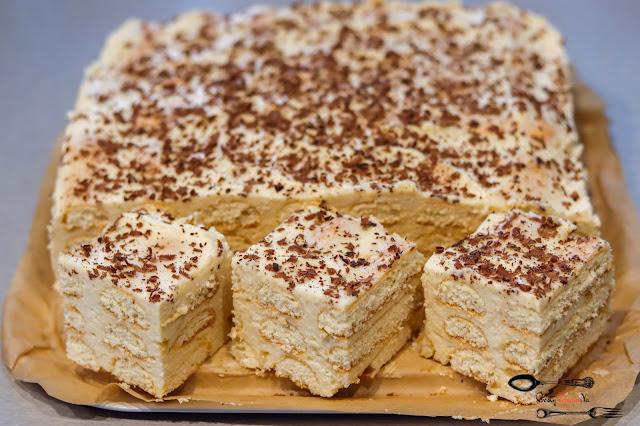 ciasta i desery,ciasto bez pieczenia,szybkie ciasto na biszkoptach,ciasto z chałwą, ciasto z kremem, szybkie ciasto, pyszne ciasto, łatwe ciasto na weekend