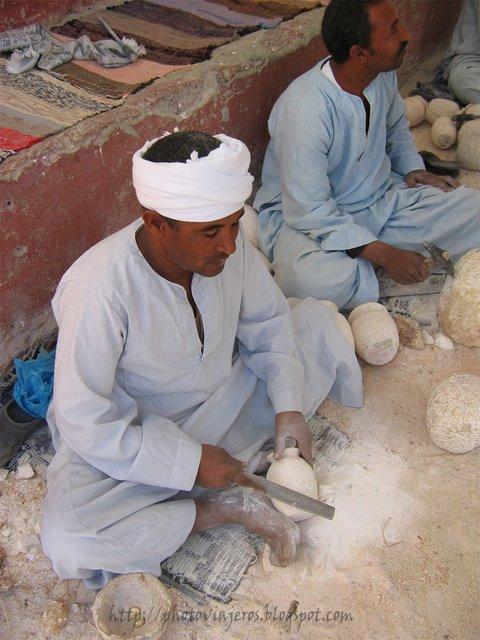 Artesanos de alabastro