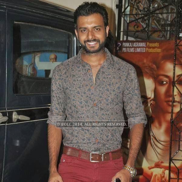 Indrasish Roy during the premiere of Ranjan Ghosh's movie Hrid Majhare at Priya in Kolkata.