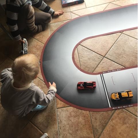 Kinder spielen mit der RealFX
