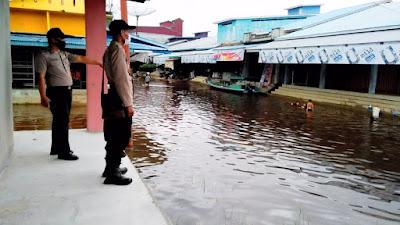 Intensitas Air Naik, Polsek Belitang Turunkan Personil Lakukan Patroli