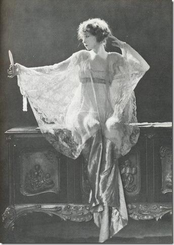 Spiral Staircase Lillian Gish 1922