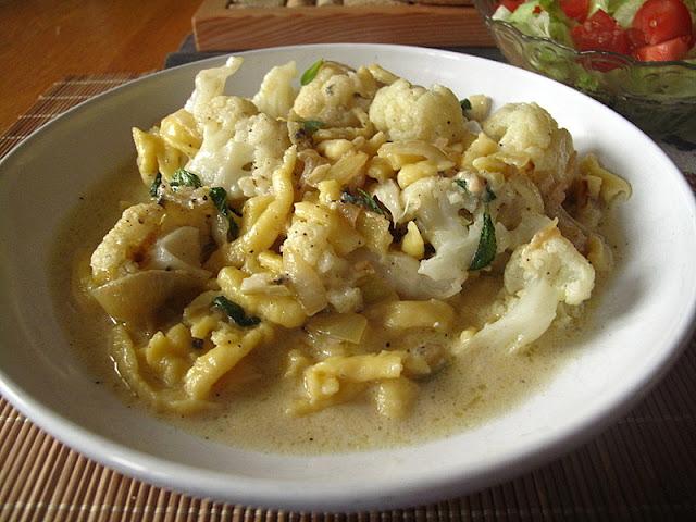Kalafior z kluseczkami w sosie z gorgonzoli z szałwią
