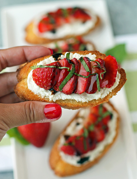 Strawberry-Balsamic-Bruschetta-5b