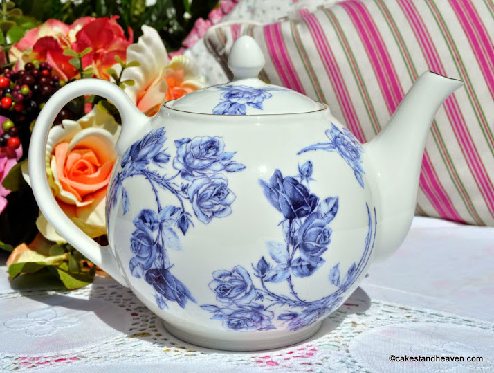 English Fine Bone China Blue Rose Pattern 2 Pint Teapot