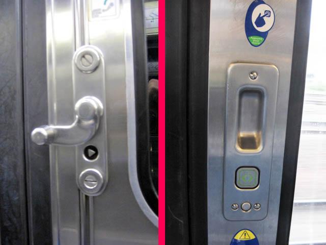 電車ドアのボタンとレバー@パリ、フランス