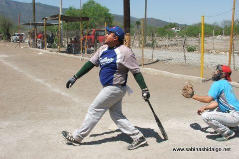 Carlos Galván de SUTERM en el softbol del Club Sertoma