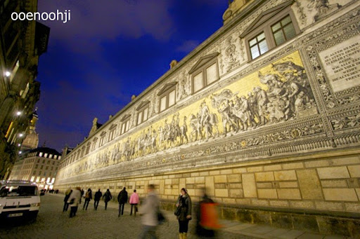 ドレスデンの壁画・君主の行列