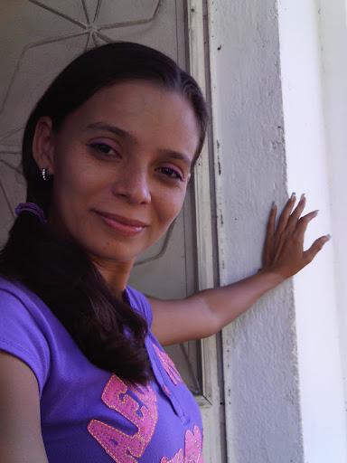 Reina Romero Photo 16