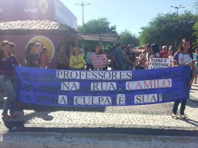 manifestações de alunos e professores na cidade de Quixadá nos dias 16 e 17 deste mês (5).jpg
