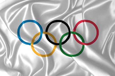 Bandeira com anéis olimpícos