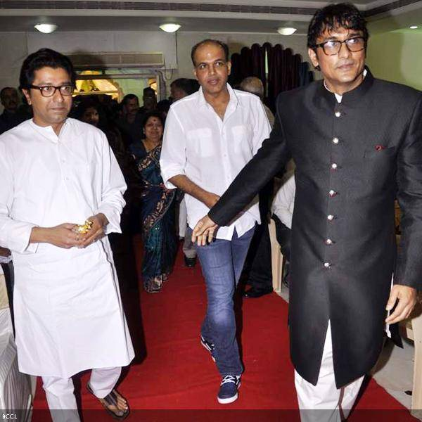 (L-R) Raj Thakckeray, Ashutosh Gowariker and Ajinkya Deo at Ramesh and Seema Deo's 50th wedding anniversary, held at ISKCON, in Mumbai, on July 1, 2013. (Pic: Viral Bhayani)