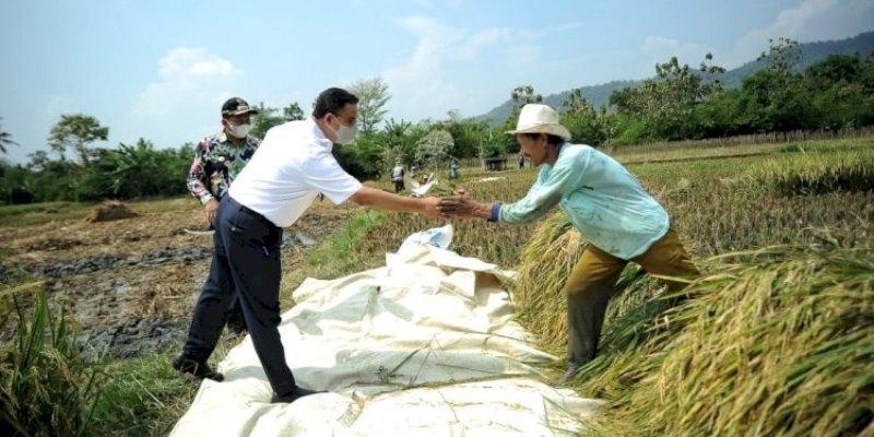 Pak Anies Sejahterakan Petani Saat Sembako Mau Dipajaki Jokowi