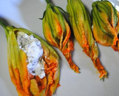 kabak çiçeği salatası yapımı