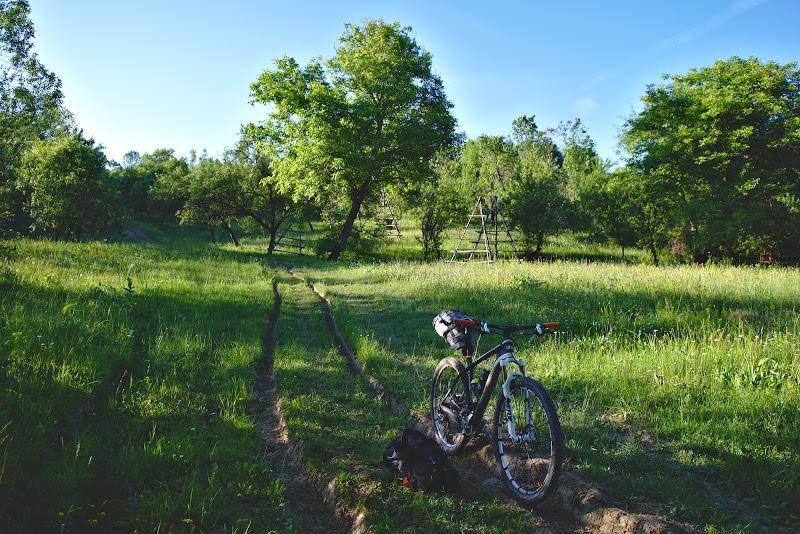 Prin poinenile dintre Capataneni si Brebu, pe un vechi drum comunal cu pante mult mai fioaroase ca cele de la concurs.