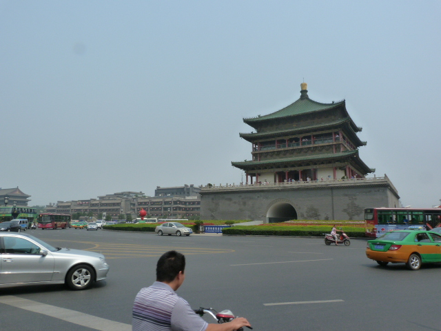 XI AN, ses taxis qui ne s'arrêtent pas ou bien veulent masquer le compteur ou bien qui ne savent pas lire l'adresse en chinois..,rien à voir,usine à touristes