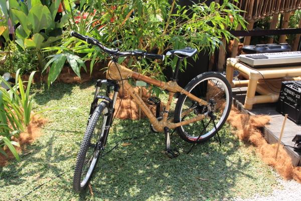 rangka basikal mountain bike diperbuat daripada rotan
