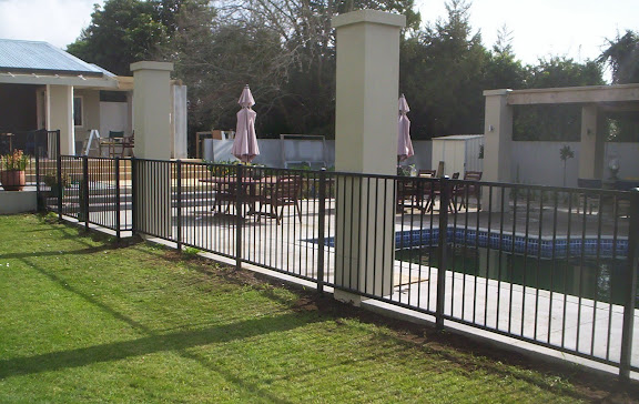 F11 Infinity Pool Fence