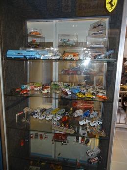 2017.10.23-121 voitures miniatures