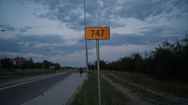 DW747