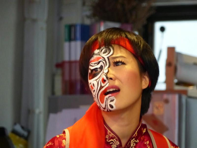 Taipei. Maquillage au Thinker s theater à Di Rua jie 迪化街 - maquillage1%2B017.JPG