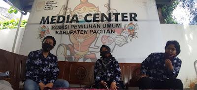 Ketua KPU Kabupaten Pacitan memberikan klarifikasi terkait rekomendasi yang diberikan Bawaslu