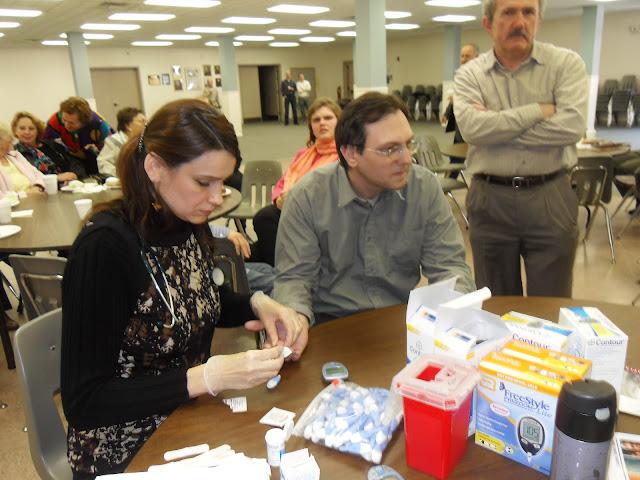 Spotkanie medyczne z Dr. Elizabeth Mikrut przy kawie i pączkach. Zdjęcia B. Kołodyński - SDC13521.JPG