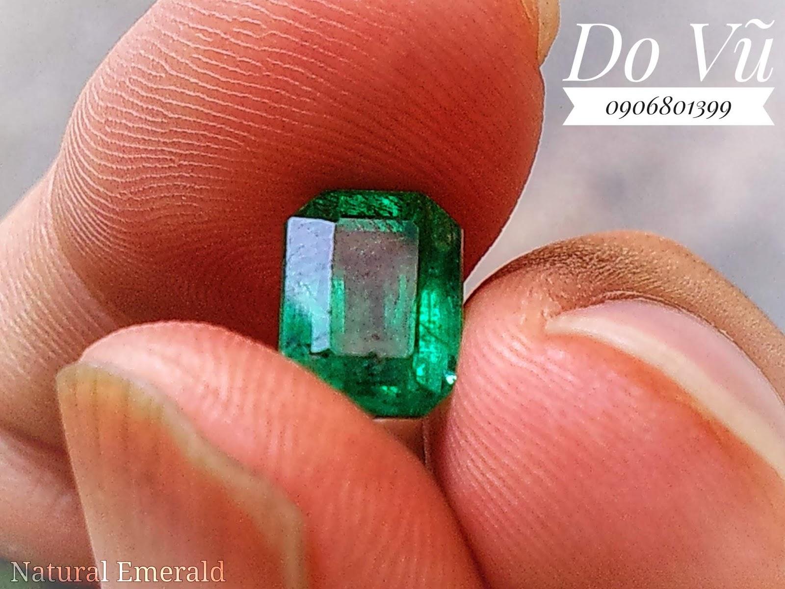 Đá quý Ngọc Lục Bảo thiên nhiên, Natural Emerald chất ngọc kính, xanh chuẩn, lửa mạnh( 15/04/20, 03 )