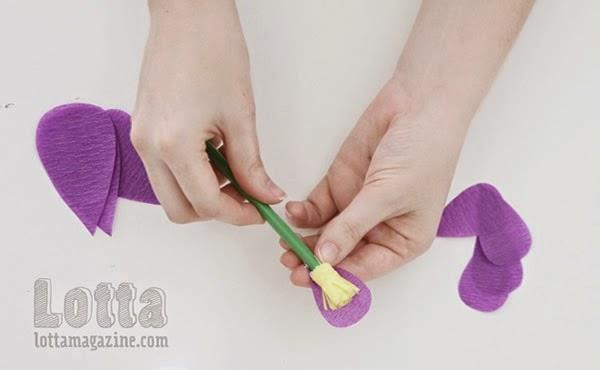 Atividade escolar - Flor de papel crepom