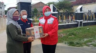 PMI Karawang Salurkan Bantuan Untuk Korban Banjir