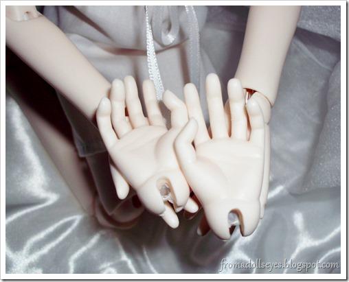 Bjd hands.