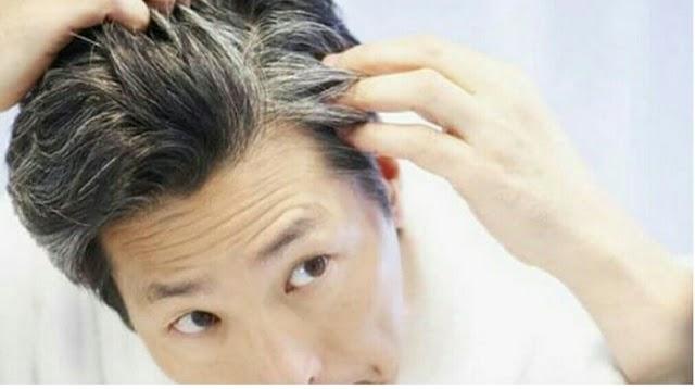 क्या आपको भी सफेद बालों की समस्या है?  क्या आप घरेलू उपचार के जरिए अपने बालों को काला और मजबूत बनाना चाहते हैं?  तो यहां कुछ युक्तियां दी गई हैं, अभी देखो