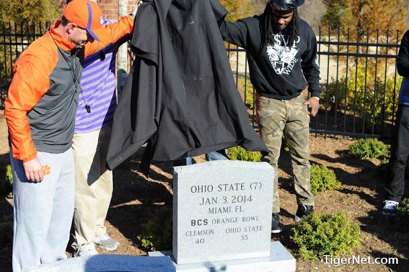 2014 Orange Bowl tombstone ceremony Photos - Chandler Catanzaro, Dabo Swinney, Phillip Fajgenbaum, Quandon Christian