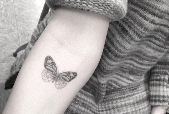 Este blackwork borboleta