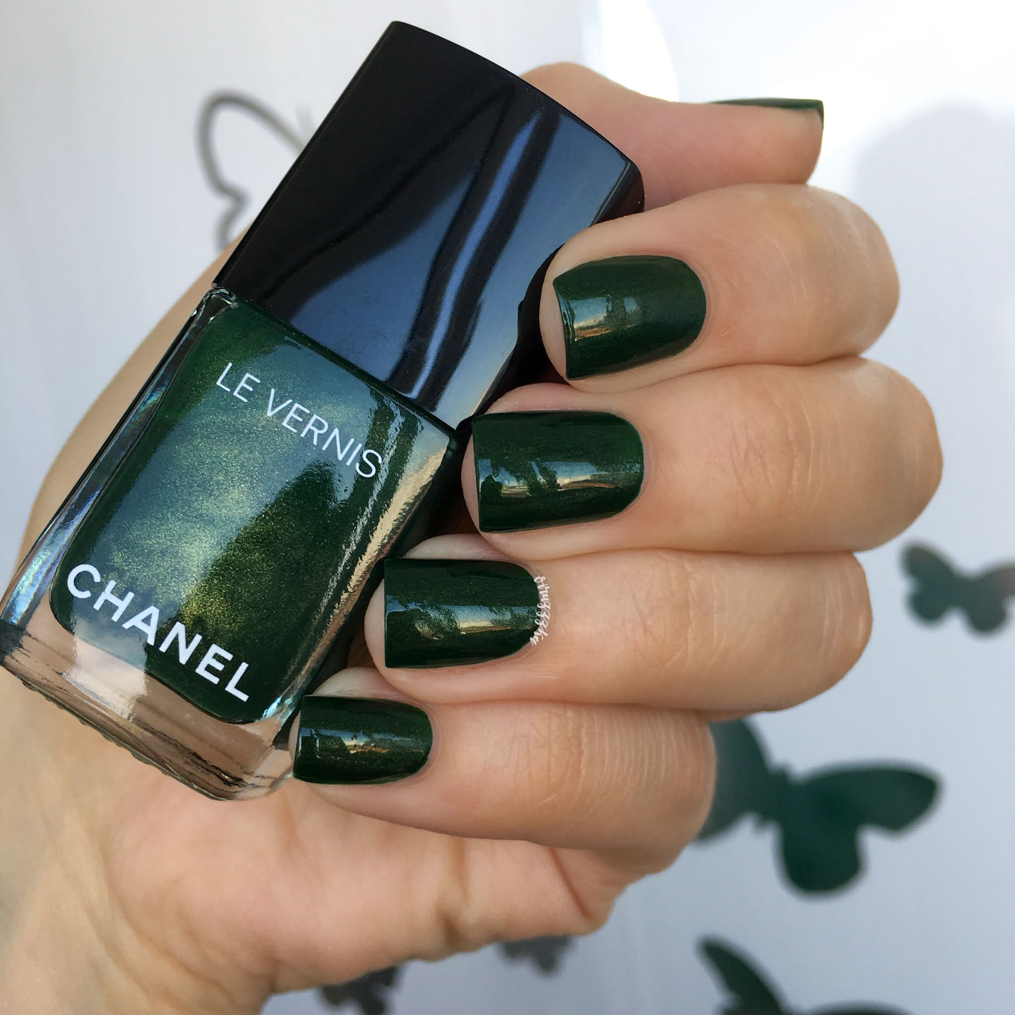 Chanel Emeraude 536 Nail Polish Swatch Autumn Nails Green Manicure Review