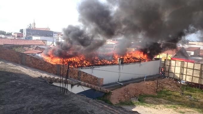 Pedreiras: incêndio na Recicle Informática.....