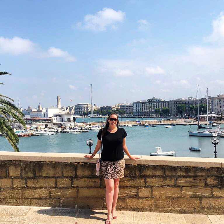 travel-blog-girl-in-leopard-print-skirt-bari-italy
