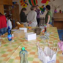 Velikonoční dílna - Pletení košíčků z novinového papíru
