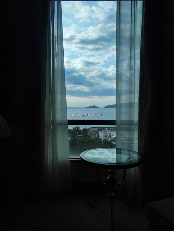 pemandangan di bilik hotel sutera harbour resort kota kinabalu