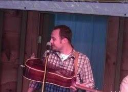 ライブ演奏中に予期せぬ来客が! しかし、アーティストが機転を利かして楽し演奏会になっちゃった!