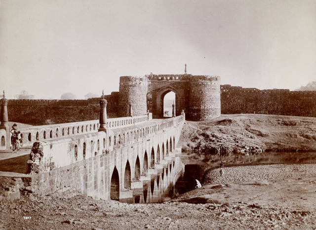Bridge and City Wall at Ajanta (built by the first Nizam in 1727) – From the collection 'Views of the Caves of Ellora and Ajunta, Nizam's Dominions, [by] Raja Deen Dayal & Sons, State Photographers' (1900). Image Source: The British Library Online Gallery