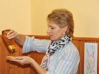 05 Révész Angelika, a közös tanügyi hivatal vezetője szintén besegített a kampányba.jpg