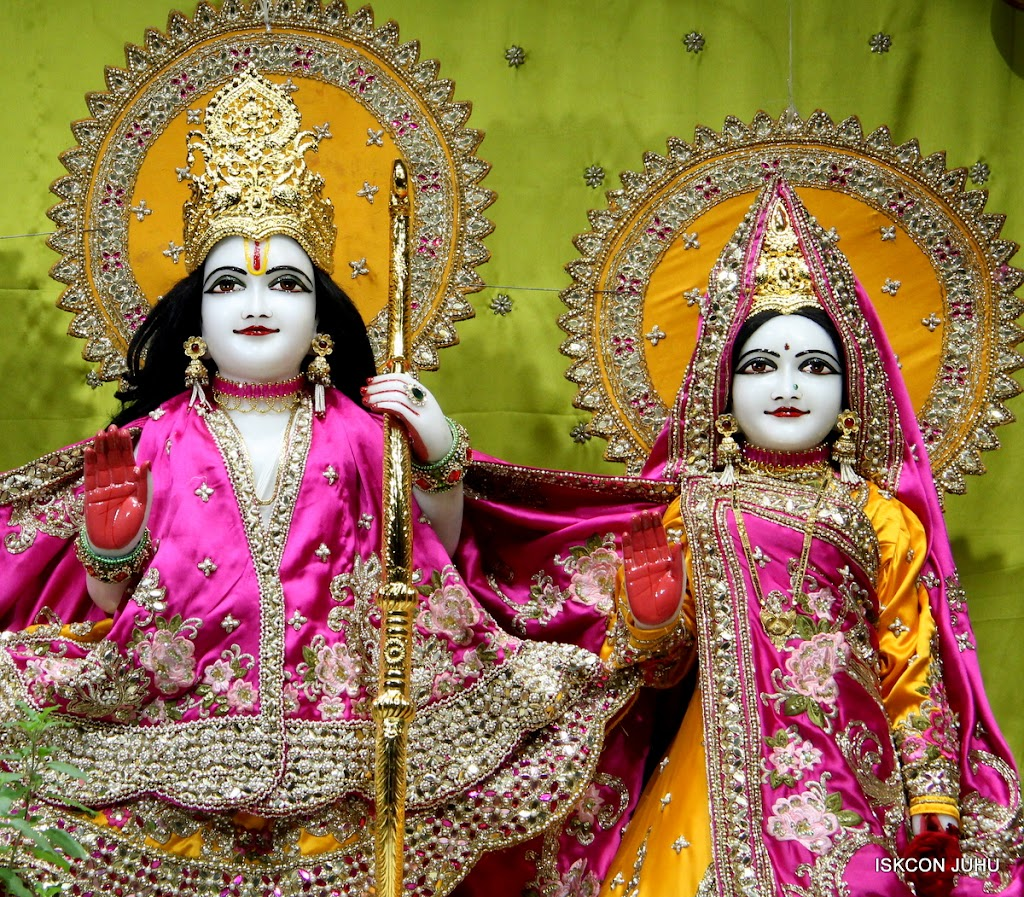 ISKCON Juhu Mangal Deity Darshan on 24th Aug 2016 (15)