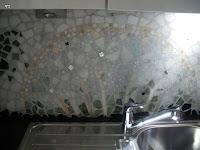 Kühle Farben, Glas-und Weißgoldsteinchen betonen das Wasserelement