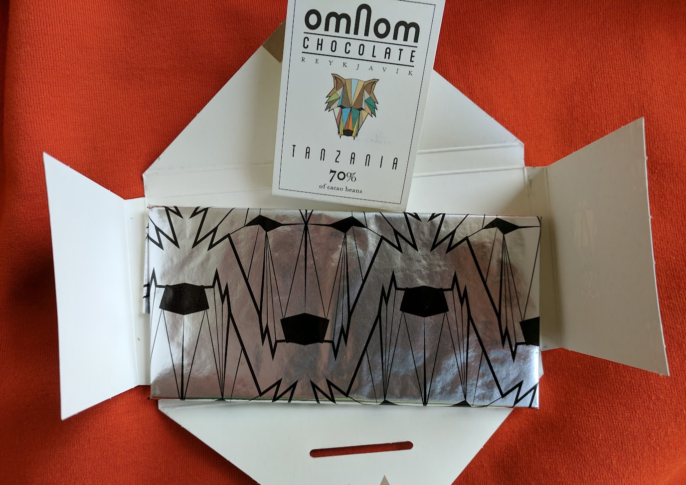 70% omnom bar packaging