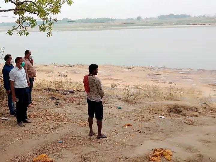 गंगा में बहते शव को लेकर NHRC का केन्द्र सरकार और यूपी-बिहार को नोटिस, 4 हफ्ते में मांगी कार्रवाई रिपोर्ट