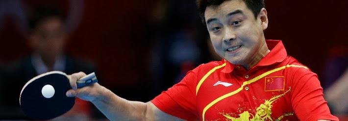 跟世界冠军刘国梁学习打乒乓球