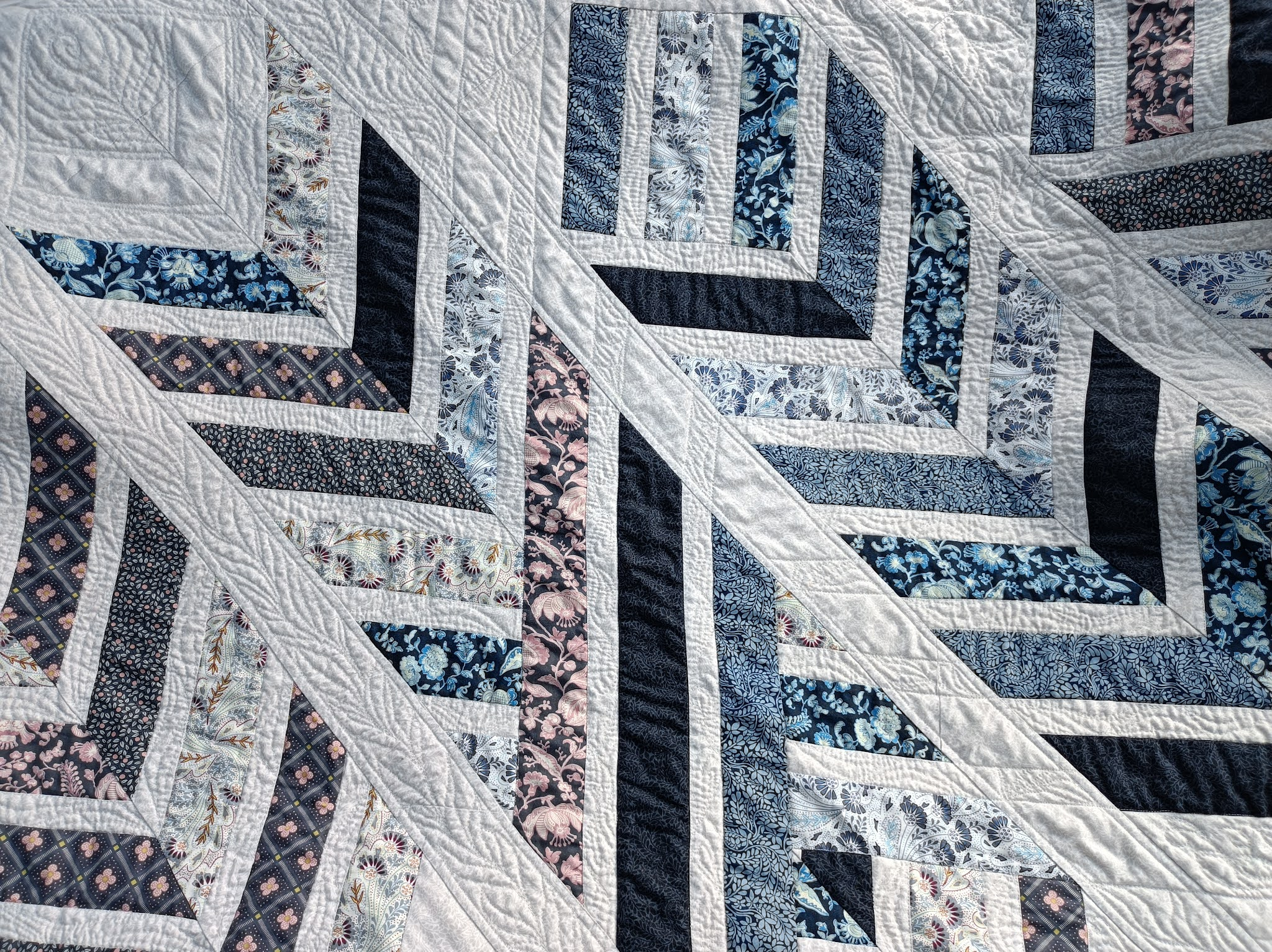 Sewing a large quilt on a regular sewing machine as a beginner, including the Feathered Arrows quilting pattern review